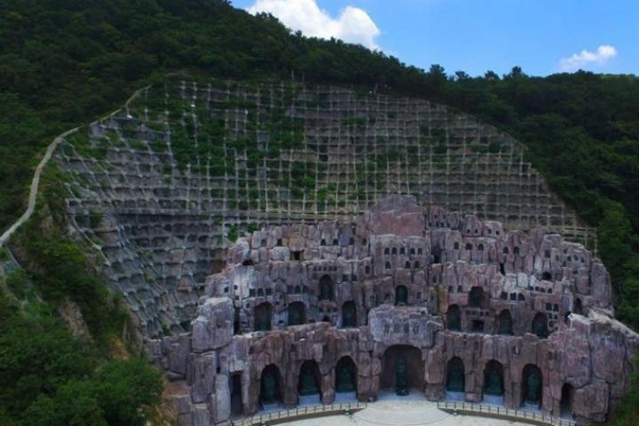 Les grottes de moine Damo donnent accès au public