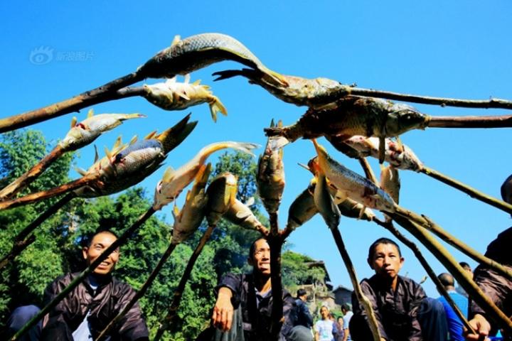Le troisième festival de poisson rôti