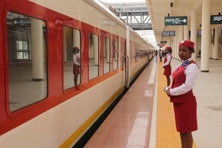 Le premier chemin de fer électrifiée d'Afrique a mis en service