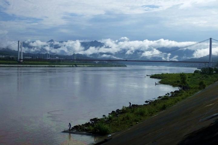 les Trois Gorges du Fleuve Yantze après la pluie