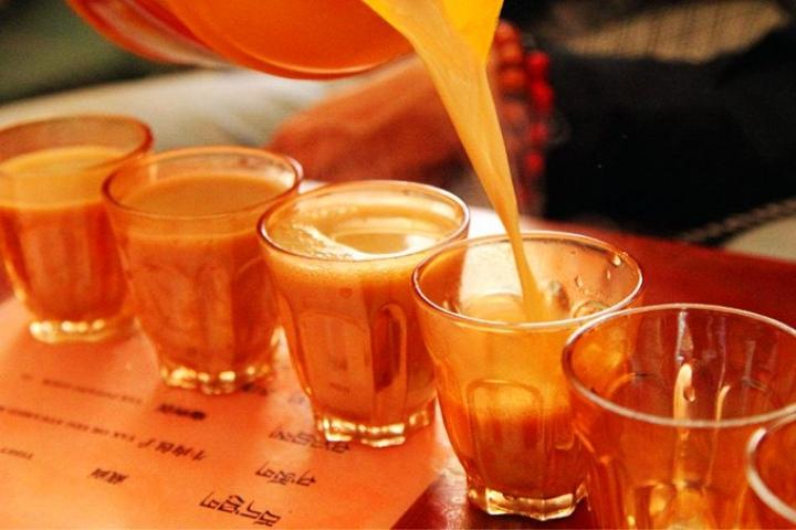 Une tasse de thé sucré vous laisse intégrer à la vie de Lhassa